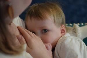breastfeeding toddler